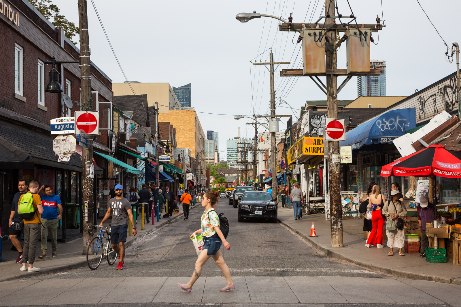 CP24 . Up to four people injured in Kensington Market shooting: police